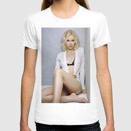 Scarlett Johansson Retro Vintage Celebrity Silk Poster, Frameless T-shirt