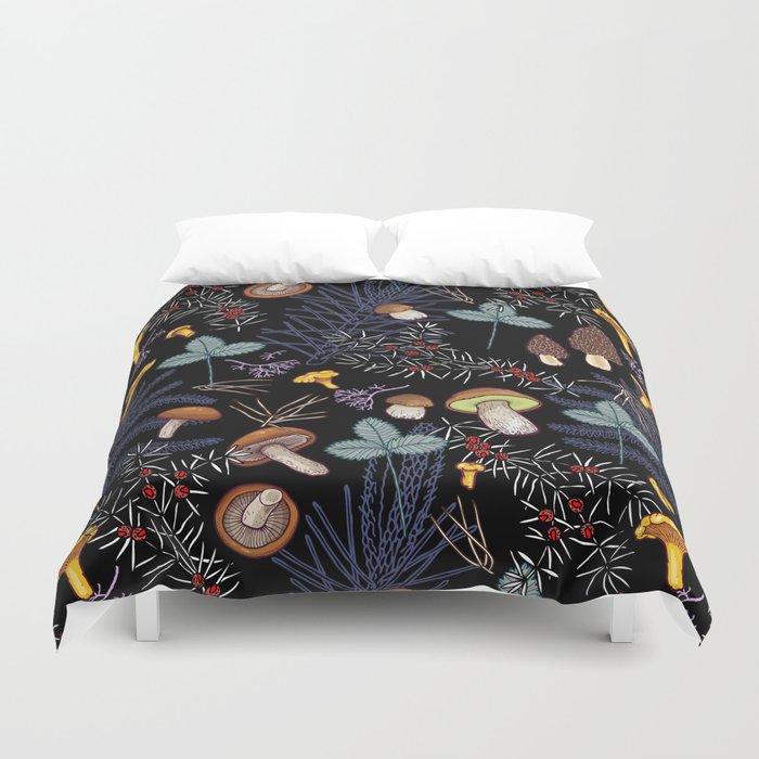 dark wild forest mushrooms Bettbezug