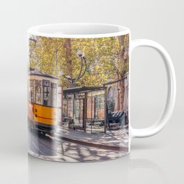 Milan City Architecture - A beautiful present for travel addicted that loves Italy, its architecture, and its landmark. Coffee Mug