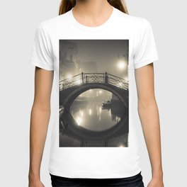Midnight on the Canals of Venice, Italy black and white photograph / art photography T-shirt