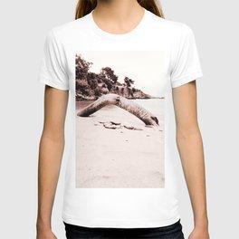 Beach days monochrome Tree trunk T-shirt