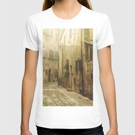Vintage street in an old Medieval hilltop town in Italy T-shirt