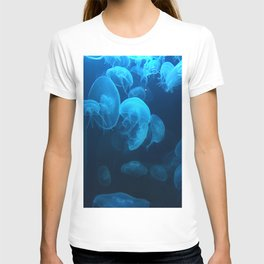 Blue jellyfish | National Aquarium in Baltimore, MD T-shirt