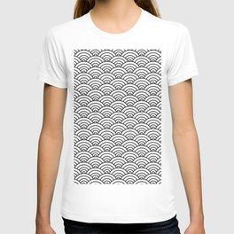 Seigaiha black and white japanese waves T-shirt