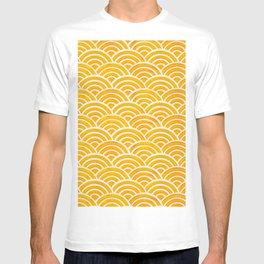 Japanese Seigaiha Wave – Marigold Palette T-shirt
