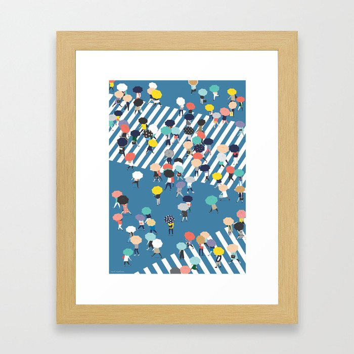 Crossing The Street On a Rainy Day - Blue Gerahmter Kunstdruck
