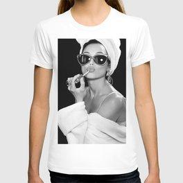 Audrey Hepburn Style Art  T-shirt