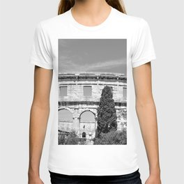 arena amphitheatre pula croatia ancient black white T-shirt