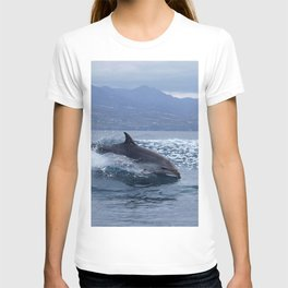 Wild and free bottlenose dolphin T-shirt