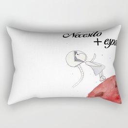 Necesito + espacio Rectangular Pillow