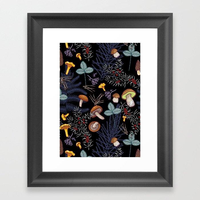 dark wild forest mushrooms Gerahmter Kunstdruck
