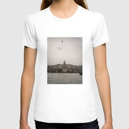 Cityscape of Istanbul and famous Galata Tower T-shirt