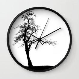 Einsamer Baum Wall Clock