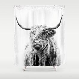 portrait of a highland cow Duschvorhang