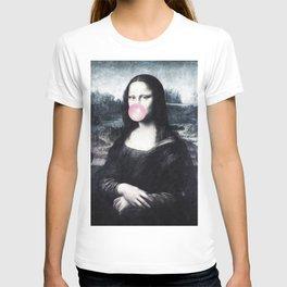Mona Lisa blowing bubblegum bubbles T-shirt