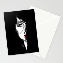 Rostro mujer arte medio rostro pelo negro piel blanca labios rojos. joik Stationery Cards