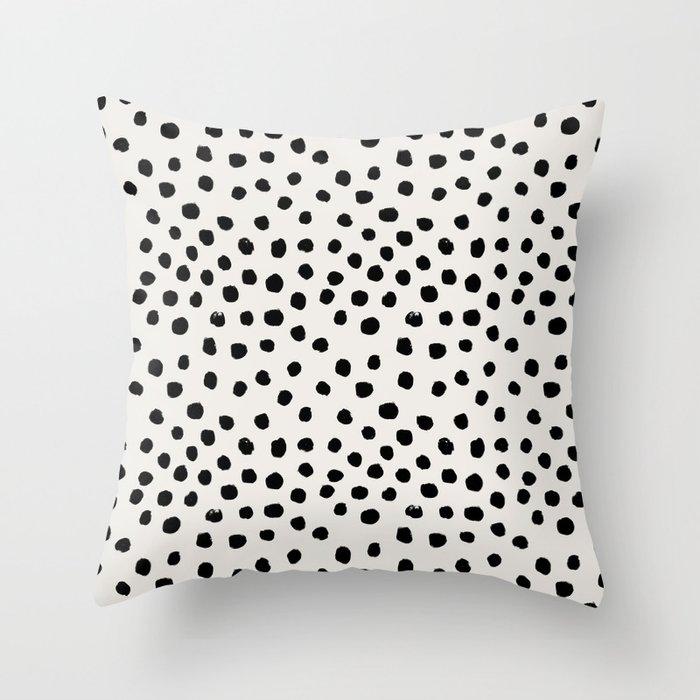 Preppy brushstroke free polka dots black and white spots dots dalmation animal spots design minimal Deko-Kissen