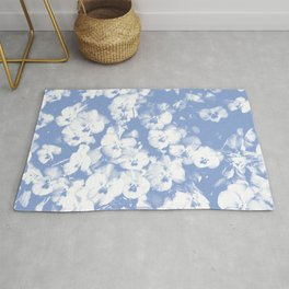 A bed of lilac flowers in gprahic in blue and white spring Rug