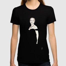 Black and Scarlett  T-shirt