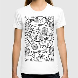 Pattern Contrast tudor times decorative flowers pattern T-shirt