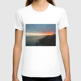sunset over kaikoura mountains cloud carpet colors T-shirt