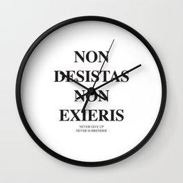 Latim quotes - Non desistas - Non exieris Wall Clock