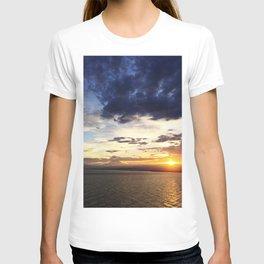日没 // Sunset on Enoshima Beach with Mount Fuji T-shirt