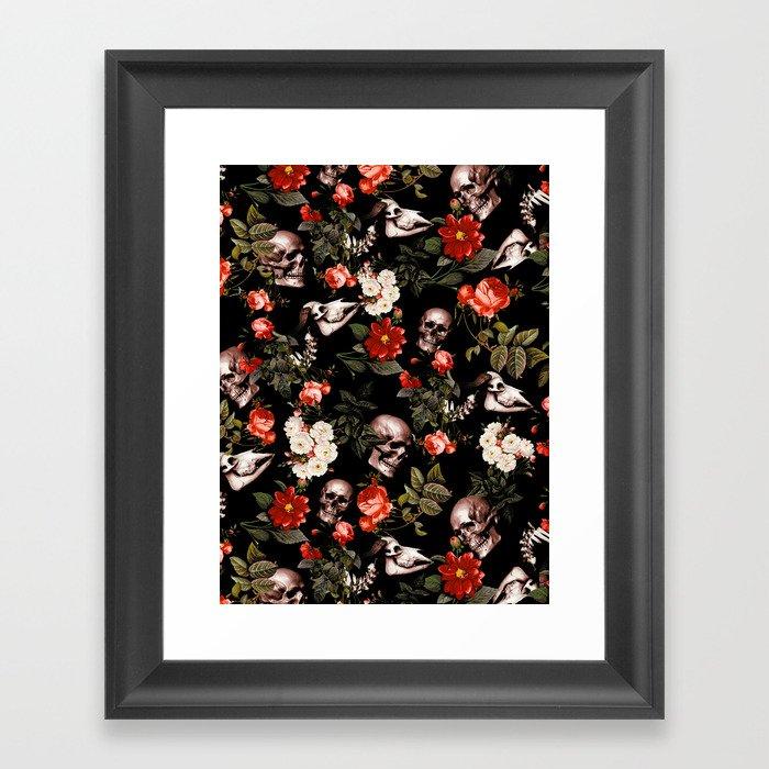 Floral and Skull Dark Pattern Gerahmter Kunstdruck