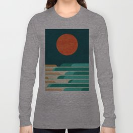 Chasing wave under the red moon Langarmshirt