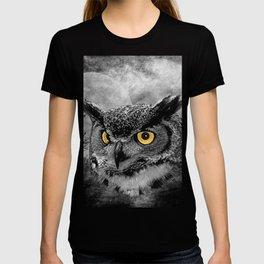 Great Horned Owl Bird Moon Tree Modern Country Farmhouse Art A415 T-shirt